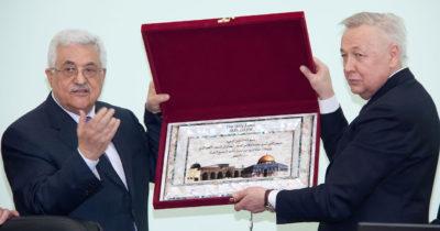 Аббас продолжит борьбу с решением Трампа