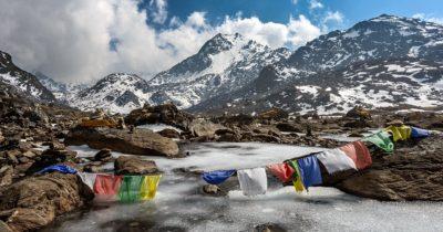 Оставленный умирать, израильский альпинист выжил после падения в Гималаях