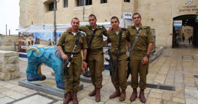 Вот так любят в Израиле солдат