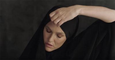 Израильская модель Бар Рафаэли спровоцировала международный скандал