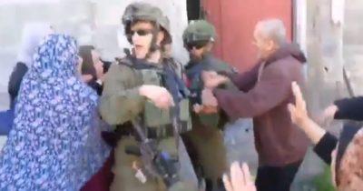 Палестинки напали на солдата