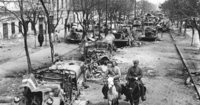 После Войны еврейская Одесса стала совсем другой. Некогда добрые соседи, словно звери тряслись над сворованной пищей и одеждой: Давид Айзенштейн