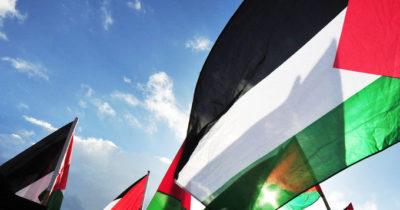 За трагедию с еврейской девочкой — в Рамале раздают конфеты