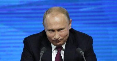 Путин зло издевается над ЛГБТ флагом на посольстве США