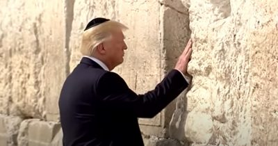 Трамп: сегодня миллионы людей ищут Божьего прощения и милости