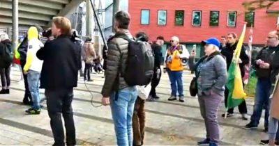 Голландские протестующие против коронавируса кричат: «Хайль Г*тлер»