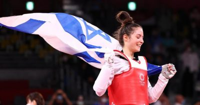 Первая в истории Израиля тхэквондистка Авишаг Семберг, призер Олимпийских игр в Токио, приземлилась в аэропорту Бен-Гурион